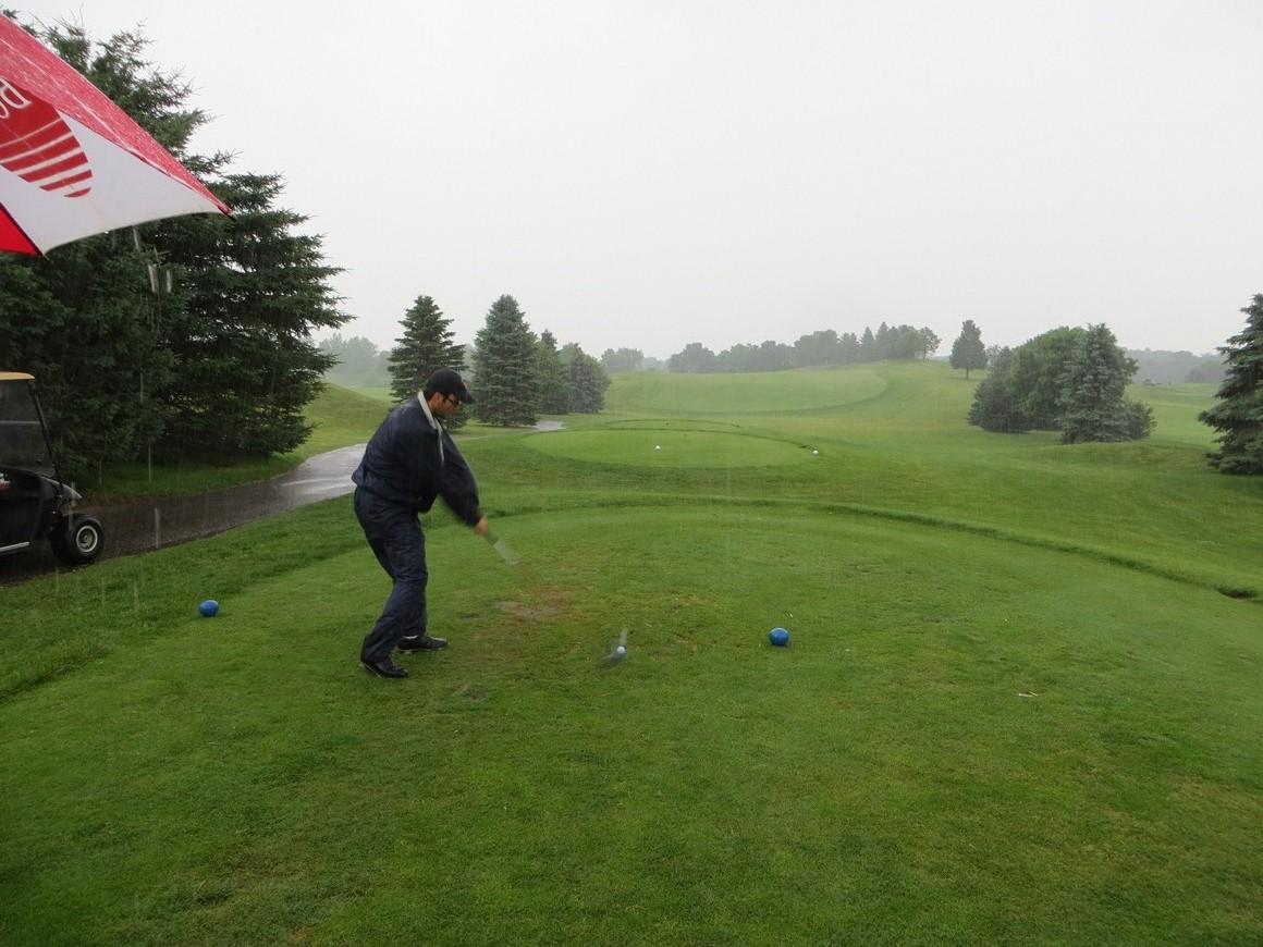 golfing_in_the_rain.jpg
